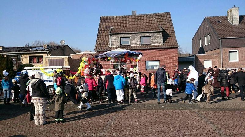 Klein, aber fein: Kinder-Karnevalszug in Kleinenbroich <3