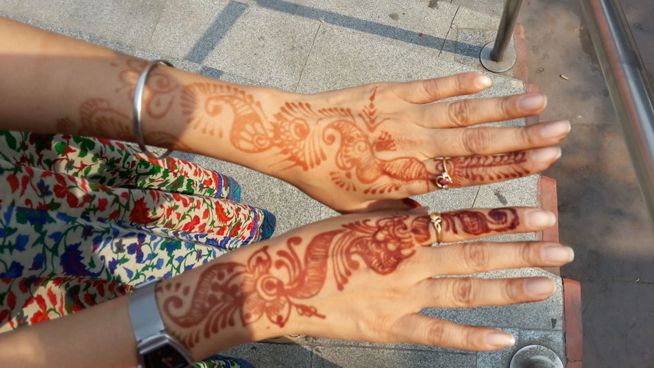 Close-up Cropped Fashion Happiness Holding Human Body Part Human Finger Human Hand Indoors  Lifestyles Mehendi Mehendi Art Mid Section Midsection Music Occupation Part Of Person Real People Women