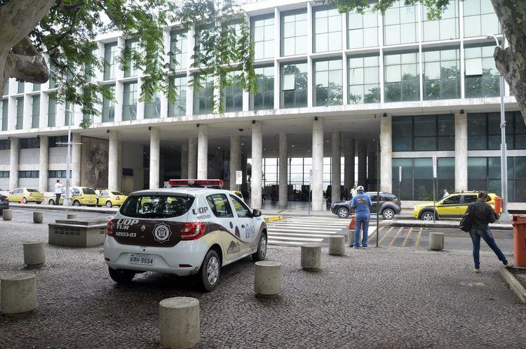 Aeroporto Airport Alexandre Macieira Architecture Brasil Brazil Built Structure City City Life Land Vehicle Lifestyles Mode Of Transport Police Rio Rio De Janeiro Tourism Tourist Travel