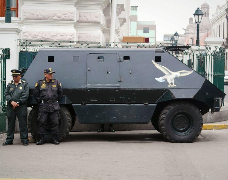 Cuando la policía esta de turno... | when the Police is looking... Day Security Model PoliceShooting PolicemanWalking Around Traveling Peru Lima-Perú My Country Policecar