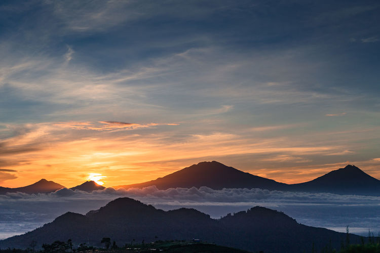 Silancur hill sunrise view. Sunrise Sunrise Silhouette Sunrise And Clouds Sky Mountain Mountain Range Mountains Mountain View EyeEmNewHere EyeEm Nature Lover Cloud - Sky Beauty In Nature Tranquil Scene Tranquility Outdoors Mountain Peak Landscape Environment Silhouette Non-urban Scene Sun
