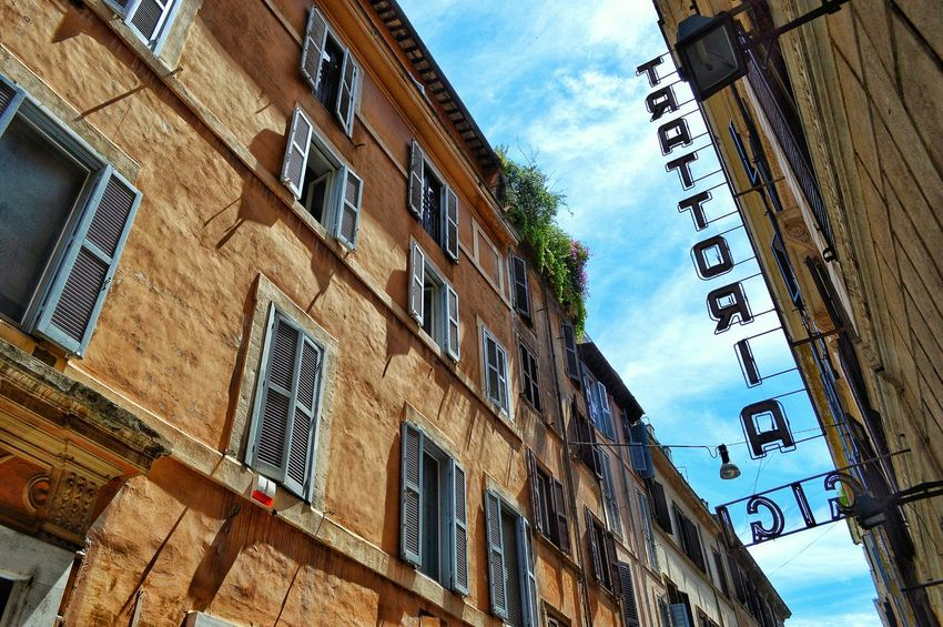 """Gigi"" - Roma Rome Roma Photobydperry Ristorante Gigi Ristorante Italiano Low Angle View Architecture Building Exterior Sky Outdoors No People Day Streetphotography Travel Destinations"