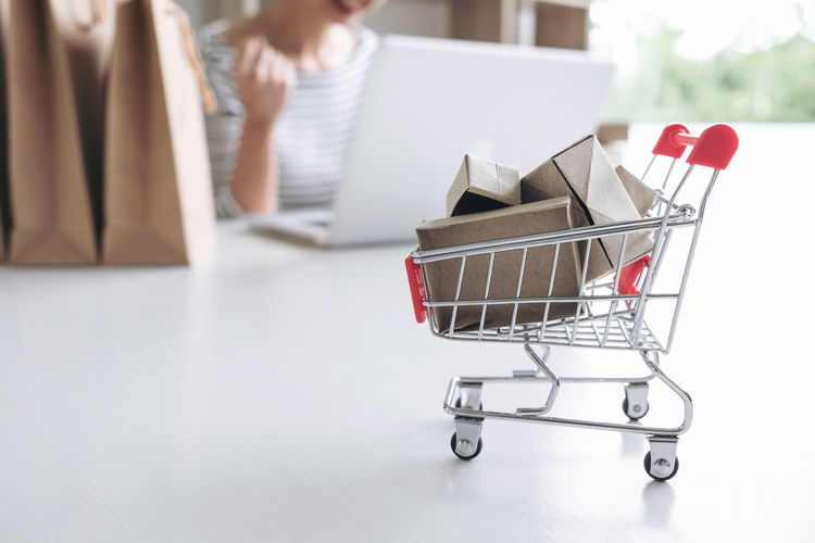 Adult Bag Buying Cart Sale Connection Consumerism Container Credit Customer  Debit Focus On Foreground Groceries Holding Indoors  One Person Online Shopping  Retail  Shopping Shopping Bag Shopping Cart Shopping Online Store Supermarket Technology Women