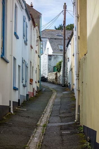A quaint narrow street with painted houses in the UK Quaint  Alley Architecture Building Exterior Built Structure Day No People Outdoors Painted Houses Quaint Village