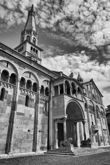 Duomo di Modena Clock Tower Low Angle View Travel Destinations No People World Heritage Historical Building Historic Medieval Architecture Religious Architecture Medieval Architecture Place Of Worship Spire  Church Cathedral Duomo Italy Modena Monochrome Black And White Blackandwhite Steeple Façade
