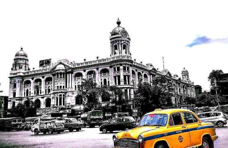 kolkata_nostalgia 💛👈 Kolkatacity Kolkatapictures Kolkatainstagrammers Kolkata Diaries KolkataStreets Kolkata Street Esplanade KolkataTaxi Kolkatatraveller Bnw_collection Streetography Streetphotography TAXİ🚕 Mobile Phone Photography Mobileartistry Mobile_photographer