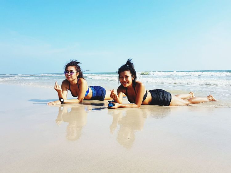Summer In The City Friendship Young Women Water Sea Togetherness Beach Women Summer Bonding Young Men