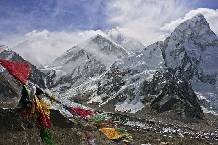 Scenic view of mt everest from kala patthar