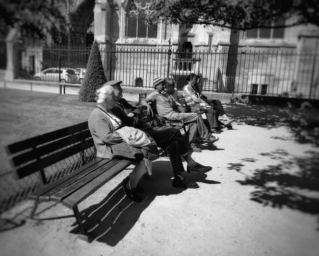 More seats for couples IPSBlackWhite The Street Photographer - 2015 EyeEm Awards Streetphotography Snapseed EyeEm Black And White Photography Taking Photos Urban Lifestyle Paris, France  IPS2016Street People And Places Mobility In Mega Cities