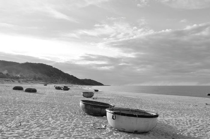 Beach Sand Sea Water Vacations Landscape Sky Beauty In Nature Day Nature No People Lodvieliz Girl Its Me Quang Ngai Blackandwhite Vietnam The Photojournalist - 2017 EyeEm Awards The Great Outdoors - 2017 EyeEm Awards Taking Photos Black And White Friday