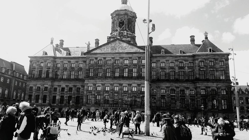 Amsterdam Amsterdamcity Amsterdam Canal Amsterdam Damsquare Amsterdam City Bijenkorf Architecture Building Exterior Travel Destinations Large Group Of People Built Structure Cloud - Sky Façade Tourism City Sky Outdoors Statue Day People Politics And Government Winter Crowd Adult Sculpture Art Is Everywhere