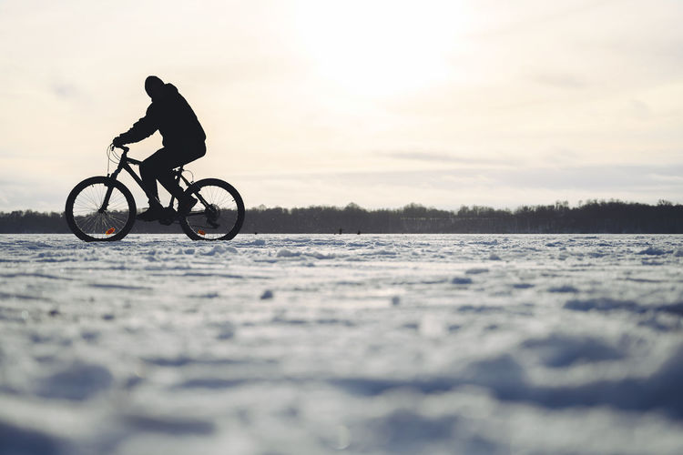 Bike on ice Nikon Nikon Z7 Europe Winter Winter Wonderland Wintertime Bike On Ice Bike On Ice Bicycle Transportation Sky Sport Real People One Person Water Lifestyles Full Length Ride Nature Leisure Activity Riding Land Vehicle Men Side View Motion Mode Of Transportation Outdoors