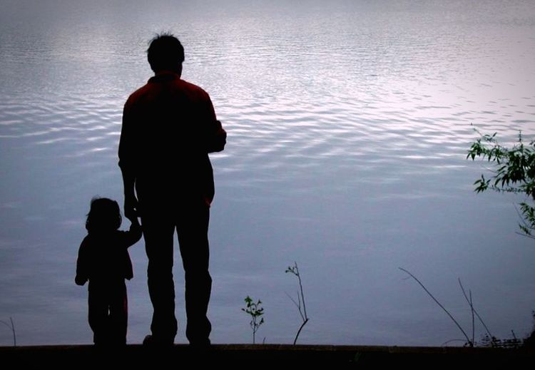 Dad ❤️ Water Family Silhouette Togetherness Parent Child Nature
