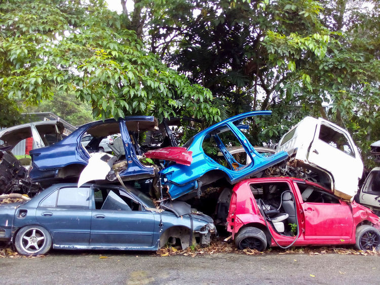 Car involve in accident waiting for repair Mechanic Workshop Accidents And Disasters Car Day Defect Dented Insurance Insurance Claim No People Outdoors Scrap Metal Transportation