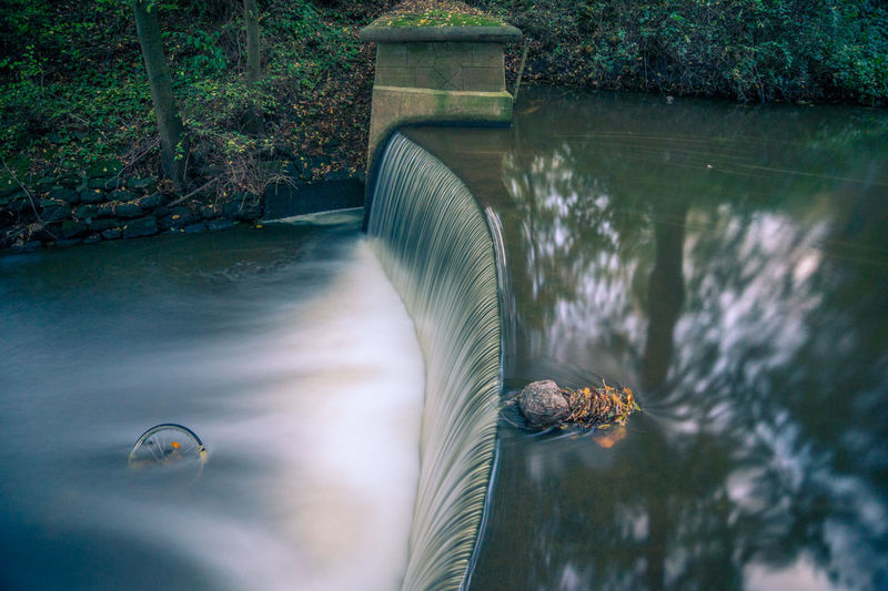 Alte Bastau Minden Bastau Ostwestfalen Weserbergland Langzeitbelichtung Long Exposure Wald City Weser Weser River Wasser Spuren Altes Fahrrad Wasserfall