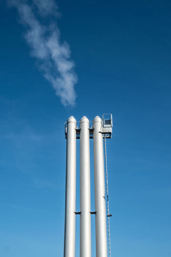 Chimneystwo Berlin Blue Sky Built Structure Chimney Day Factory From My Point Of View Industry Lookingup Low Angle View Minimal Minimalism Minimalist Minimalist Architecture Minimalistic No People Outdoors Simplicity Sky
