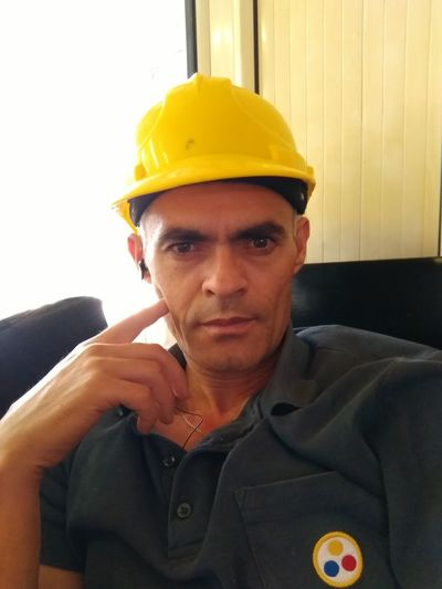 Işçi Headwear One Man Only Only Men Headshot Adults Only One Person Adult Portrait Hardhat  Business Finance And Industry Men Occupation Looking At Camera Work Helmet People Mature Adult Working Industry Manual Worker Protective Workwear Beauty In Nature Kütahyalı Kadrajım Looking At Camera