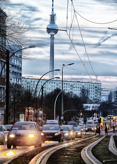 Stau, Feierabendverkehr in Berlin, Landsberger Allee FOTO: FRANK SENFTLEBEN Abgas Auto Autoverkehr Berliner Fernsehturm Car City Life Fernsehturm Mode Of Transport Road Smoke Stau  Strassenverkehr Street Streetphotography Traffic Transportation TV Tower