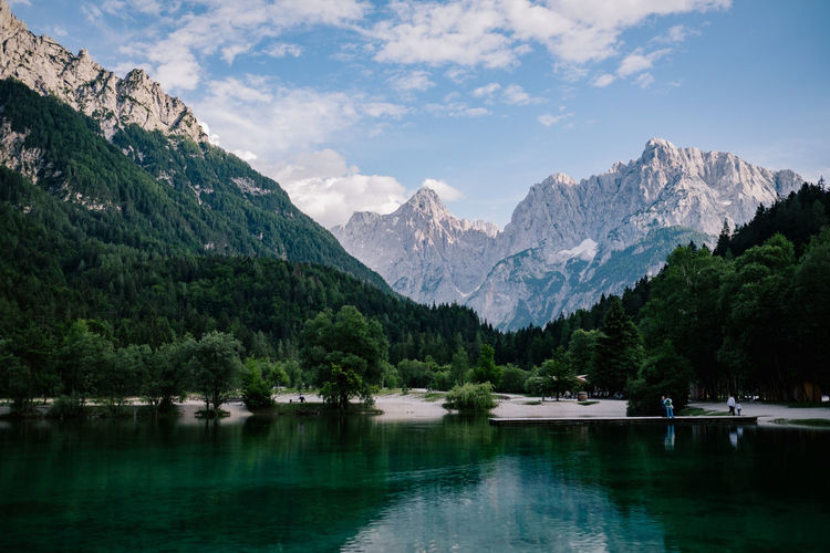 Slovenia, Kranjska Gora Nähe des Triglav Nationalparks Mountain Water Mountain Range Scenics - Nature Plant Sky Lake Nature Beauty In Nature Reflection Tree Cloud - Sky Tranquil Scene No People Tranquility Environment Landscape Day Non-urban Scene Outdoors Mountain Peak Formation