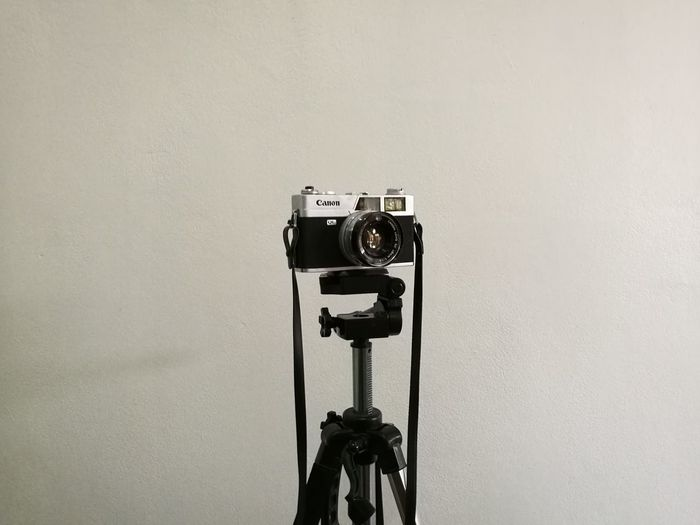 camera flim Camera Camera Film No People Indoors  Backgrounds White Background Photography Themes Technology Camera - Photographic Equipment Old-fashioned Close-up