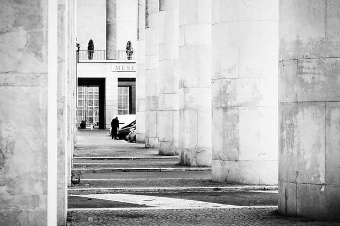 Just trying to make It back home by Monday // VSCO Vscocam Streetphotography Streetphoto_bw Street Photography Walking Around Columns Strangers Streetphoto Streetphotography_bw