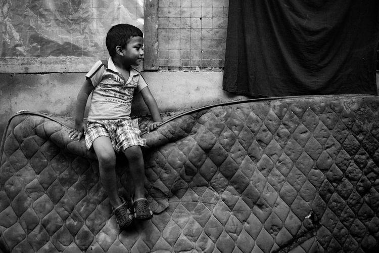 Street ChanmyaekoPhotography Childhood Children Only Child Full Length Sitting One Person People EyeEm Ready
