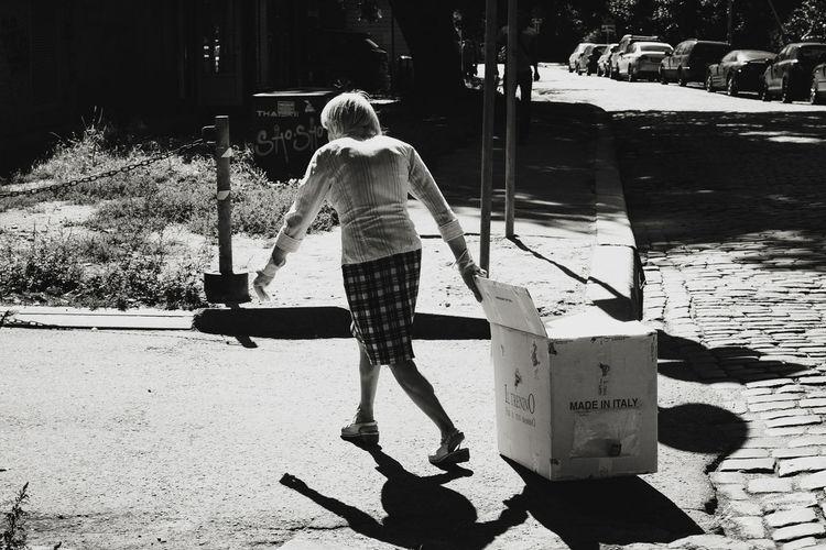 Kaliningrad Streetphotography Streetphotographer Streetphoto_bw Photography Photoreportage улица39 Fujifilm X-Pro1 35mm Fujifilmru фоторепортаж калининград Made In Italy