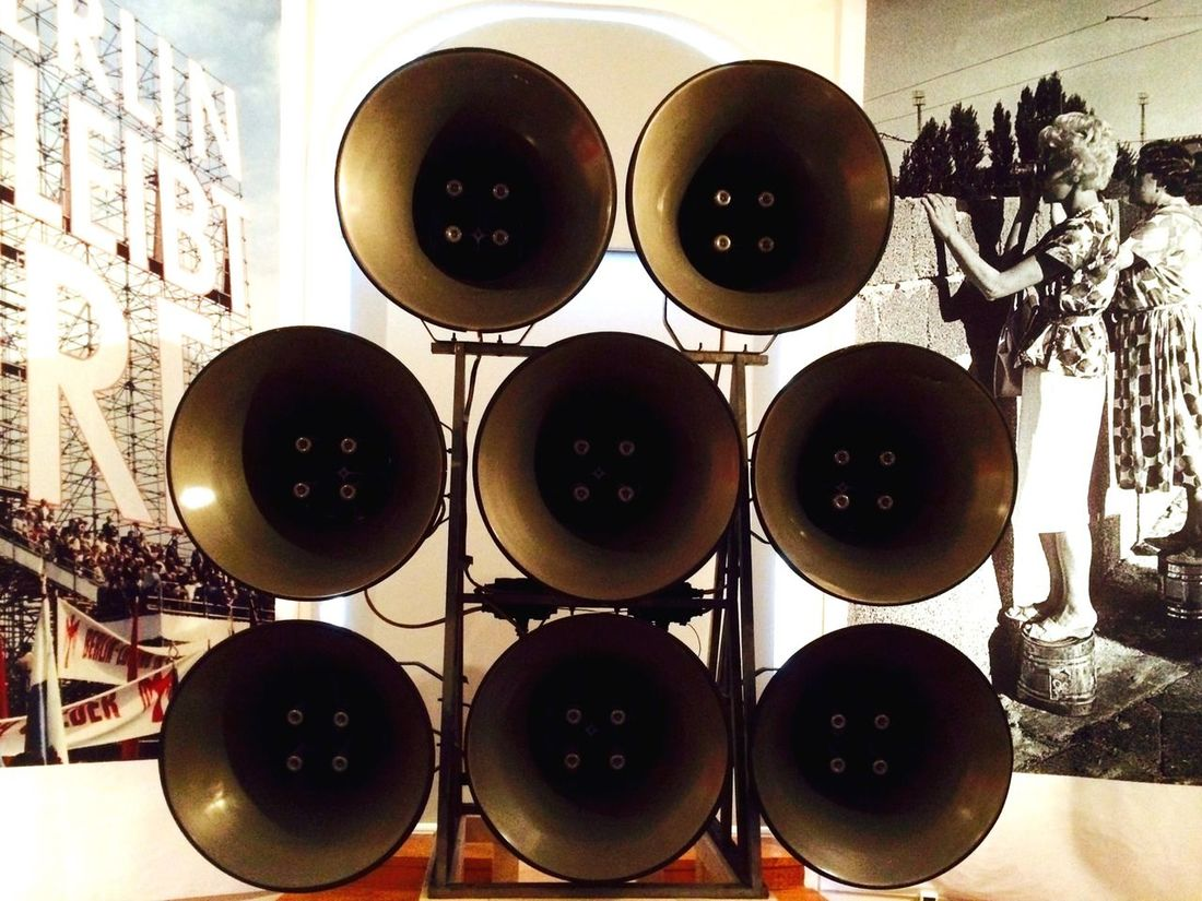 Speaker Vintage Museum exhibition about life in West Berlin