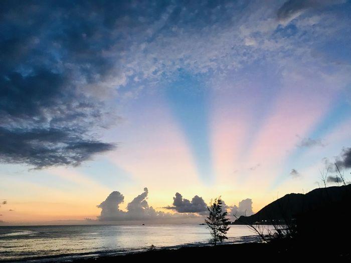 蘭嶼夕陽彩虹光噴發 Sky
