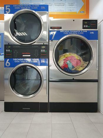 Mi vida en 3 euros Technology No People Lavandería Madrid SPAIN Clothes Ropa Lavadora La Colada De Los Viernes Lavadoras A Peso Wash Lavaexpress
