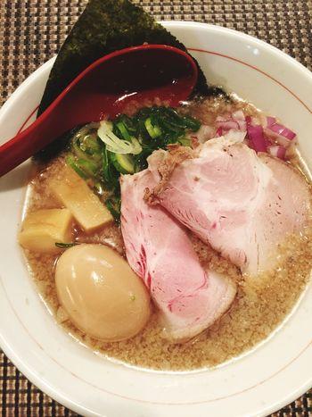 京都遠征✧* 一乗寺 に行くつもりが壬生「セアブラの神」訪問。背脂たっぷりの煮干ラーメンだ〜.+*:゚+。.☆でも、背脂感がなくて後で喉も乾かない、変な味も上がってこないいい脂を使っているのか?煮干感もない。とにかく美味しいスープと麺でした。 Ramen ラヲタ ラ女子 ラーメン
