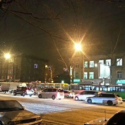 2014-01, г. Новосибирск . пятница  , вечер . пробки . Встали троллейбусы.