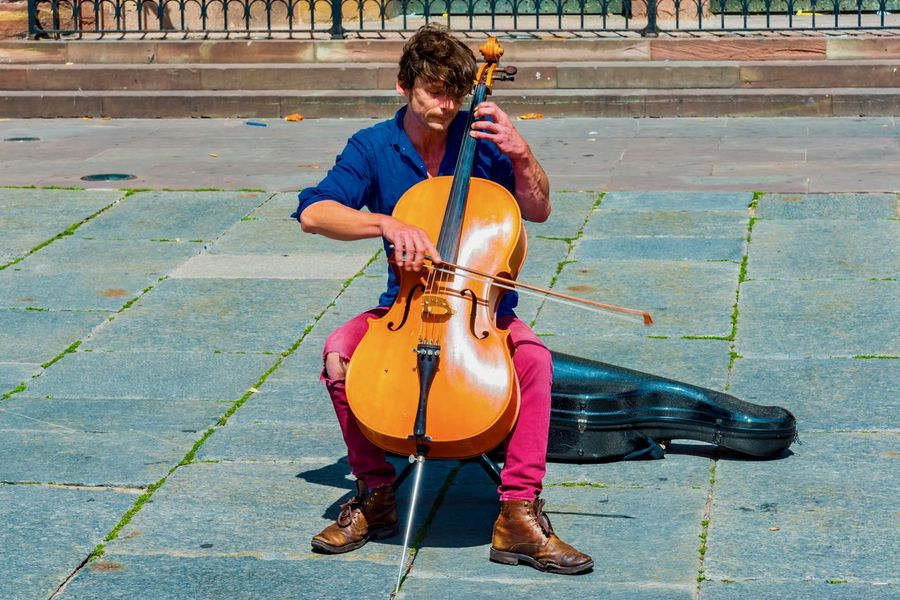 Adult Adults Only Arts Culture And Entertainment Cello Classical Music Day Full Length Men Music Musical Instrument Musical Instrument String Musician One Man Only One Person Only Men Outdoors People Performance Playing Real People String Instrument Violin Violinist Young Adult