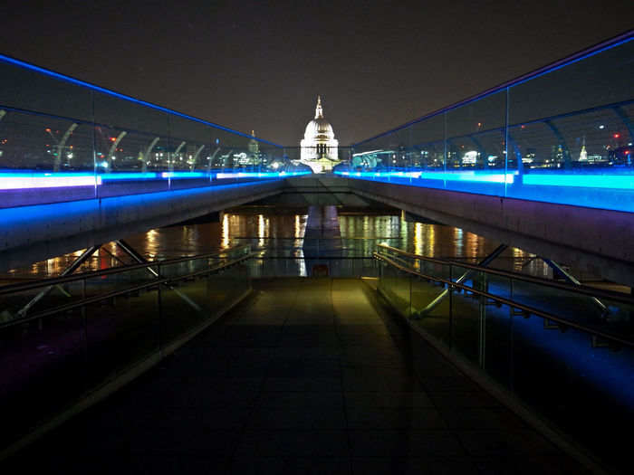 Blue light by pedestrians walkway with capitol building in background