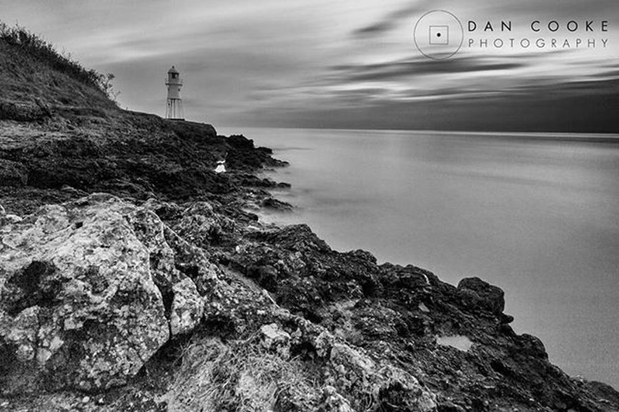 Not quite the weather and scene I was hoping for and I will be returning to this spot again soon, bit of a hidden gem on the Northsomerset Coast Lighthouse Somerset Severn Estuary Bristol Portishead Blacknore Shipping  Tides Photography Photooftheday Instalike Instadaily