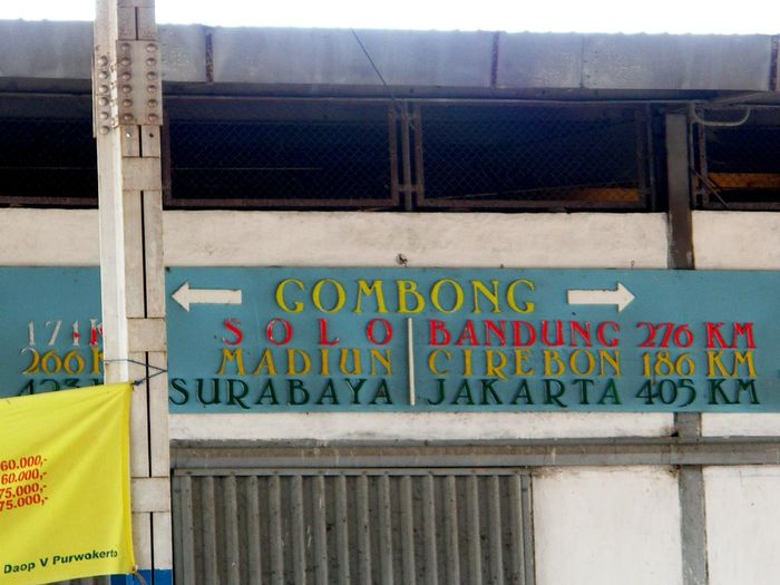 GOMBONG Station Signs Bestoftheday Culture And Tradition INDONESIA Gombong Station Graffiti Day Street Art Outdoors No People Architecture Built Structure Multi Colored