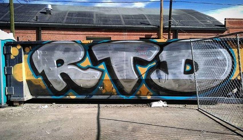 Graffiti Graffhunter Graffitiporn Dumpsterporn Denverdumpsters Tagsandthrows RTD Rebelstildeath Denvergraffiti