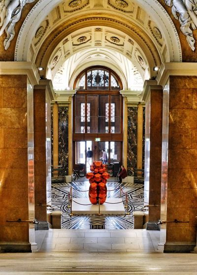 Jeff Koons and the Venus of Willendorf - Art Modern Art Museum Perspectives Archaeology Taking Photos