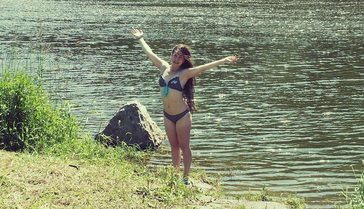 волосы мои летают:-D длинные волосы природароссии природа, река, красиво Река ай EyeEm Rassia Россия Time For Breakfast  красотка