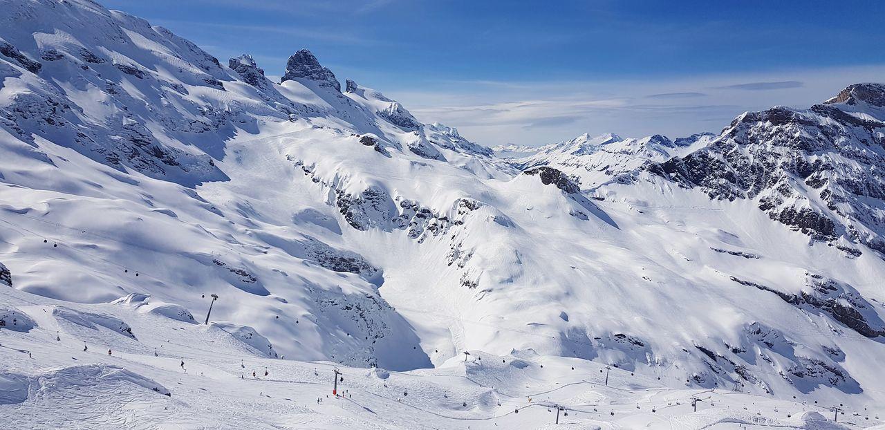 Skigebiet Engelberg , Blick auf Standpisten Cloud - Sky Titlis,Switzerland Mountain Snow Cold Temperature Winter Snowcapped Mountain Sky Mountain Range Landscape Ski Track Ski Lift Skiing Ski Resort  Deep Snow