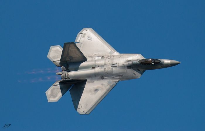 Cleveland Air Show - F22 Raptor turnin n burnin Fighter Jet F22 Airplane