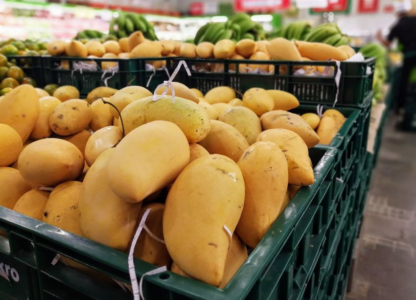 mango in market for sale Mango Tropical Fruits Abundance Choice Close-up Day Food Food And Drink For Sale Freshness Fruit Healthy Eating Large Group Of Objects Market Market Stall No People Outdoors Price Tag Retail  Vegetable Yello Colour