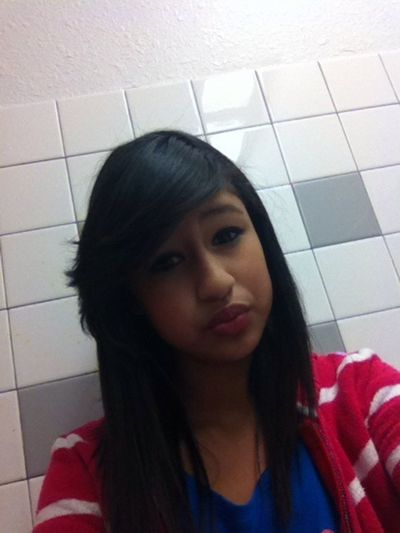 She started taking pictures with my ipod c: