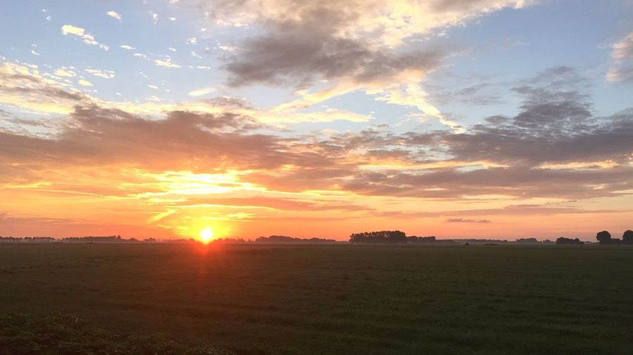 Sunrise Zonsopgang Weiland Farmersfield Early Morning Earlybirdlove Summertime Dutch Sunrise Dutch Landscape Dutch Skies