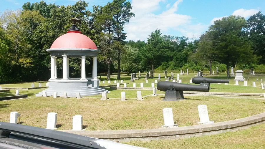 Tree Sky Cemetery Memories Park - Man Made Space In A Row Tranquil Scene Dome Death Branch Tranquility Outdoors Place Of Burial Day The Past Graveyard Cloud - Sky Scenics History Civil War Civil War History Civil War Cemetery