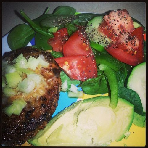 Dinner is ready! Yumm..Turkey Turkeyburger Spinach Redpeppers cucumberstomatoeslowfatlowcarbImBoutToTearItUp