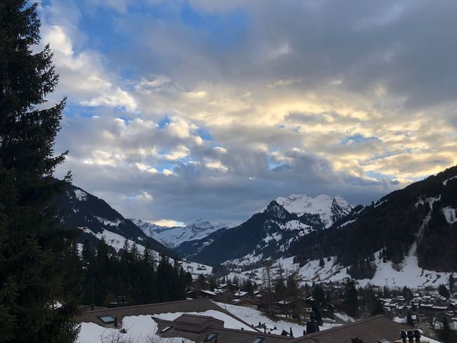 Beautiful clouds I❤️Gstaad Gettyimages EyEmNewHere Bolonie Style Bolonie Art Bolonie Shades Of Winter Mountain Snow Winter Sky Cold Temperature Nature Beauty In Nature Cloud - Sky No People Landscape Outdoors Range Building Exterior Day