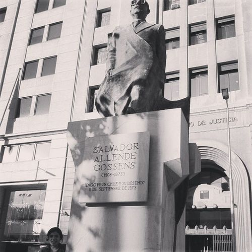 SalvadorAllende Allende Santiago Vacaciones estatua Chile viaje instachile