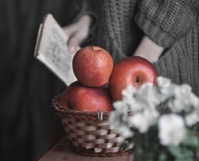 STILL LIFE Apple - Fruit Basket Close-up Day Food Food And Drink Freshness Fruit Healthy Eating High Angle View Human Hand Indoors  One Person Real People Red