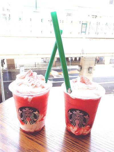 スターバックス Starbucks Coffee Strawberry Very Much Flappuccino Food And Drink Drinking Straw Straw Indoors  Freshness Drink Refreshment Food Table Glass Drinking Glass Cold Drink Day